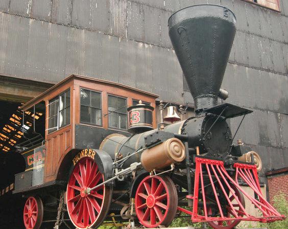 Les locomotores submergides són similars a aquesta locomotora Pioneer de 1851.