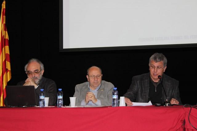 En Josep Maria Gelabert, president de la Federació Catalana d'Amics del Ferrocarril, agraeix a l'Ajuntament de Móra la Nova i a l'APPFI l'acollida de l'Assemblea de la FCAF 2013, i dóna per oberta l'Assemblea.